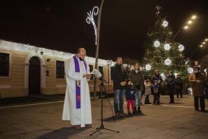 [VIDEO] Upaljena prva svijeća adventskog vijenca